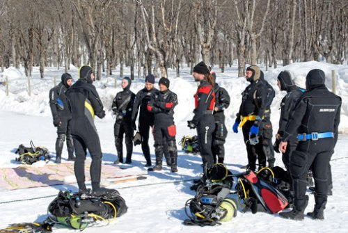 El briefing antes de las inmersiones: al final los multiples percances con los equipos de buceo hicieron alteraron todos los planes iniciales.