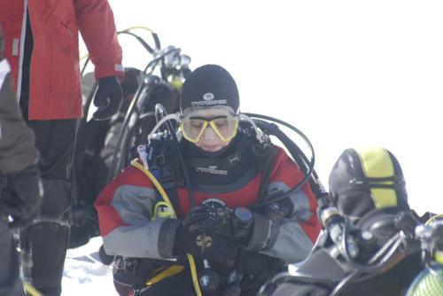 Mapi preparandose para su primer intento de inmersión.