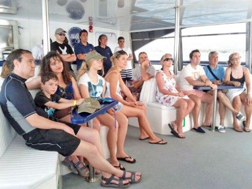 Los zcos asisten a la proyección de un documental que les enseña lo básico de la biología y pesca del atún rojo.