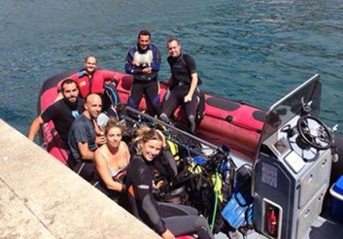 El domingo antes de zarpar para la inmersión profunda.