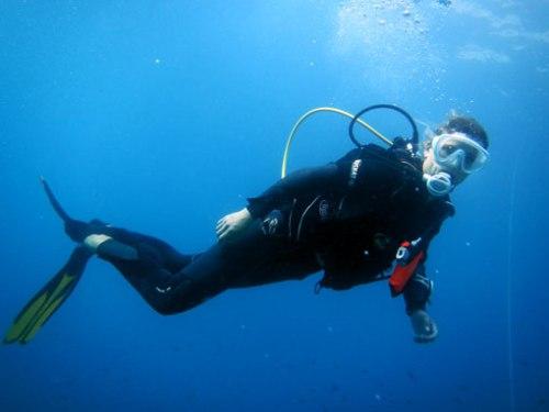 Natalí dirigiendo la inmersión.