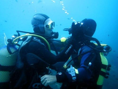 Alex practica el rescate con Jorge.