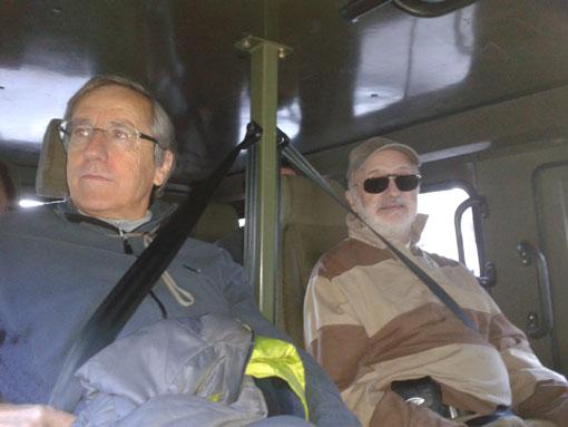 Los investigadores Javier Lanaja y José Urieta en el interior de un URO.