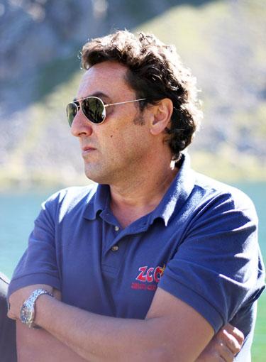 El instructor de ZCO Jorge Burgos atiende las explicaciones. No se debe dejar ningún cabo suelto.