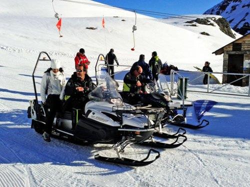 En este muestreo se usaron por primera vez motos de nieve para transportar el material de trabajo y a los participantes.
