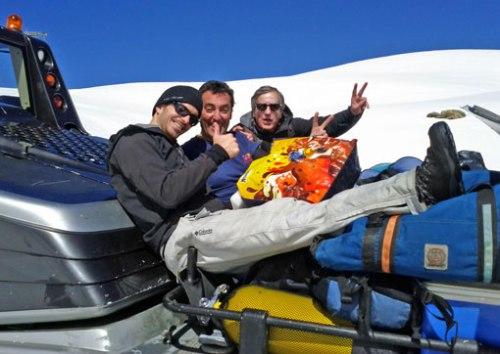 De regreso a Panticosa en la parte trasera de un ratrac de Aramón Panticosa. Cómo en cada toma de muestras el apoyo del personal de la estación de esquí fue fundamental.