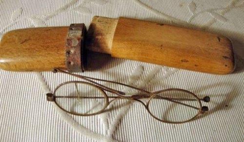 Funda de anteojos de finales del siglo XIX.